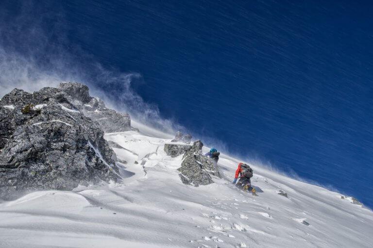 mountain climbing 4767088 1920 當我們談論美學時,我們指的是某些事物令人賞心悅目,無論是在照片,繪畫還是雕塑中。 討論畫面質量時,經常發生的一件事是,一般人們對自己的攝影能力具有自覺性,因此很難判斷圖片。 其實任何人都可以評估攝影畫面並表達他們出是否不喜歡它,無需成為專家即可表達自己的觀點!