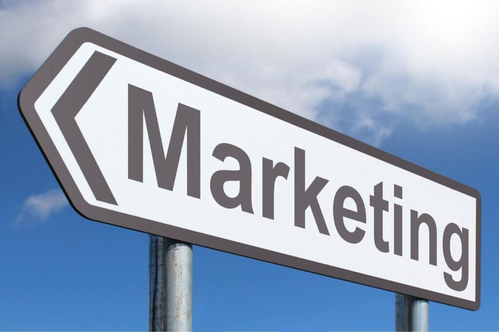 marketing 不只YouTube視頻網站,Facebook和Instagram越來越關注視頻,Twitter,Pinterest甚至LinkedIn也在開發更多視頻選項,因為這是觀眾期望並希望接收內容的方式。有45%的人每週觀看一個小時或更長時間的Facebook或YouTube視頻。每天有超過60%的社交用戶報告觀看品牌視頻。64%的消費者表示,在Facebook上觀看營銷視頻已經影響了購買決定。