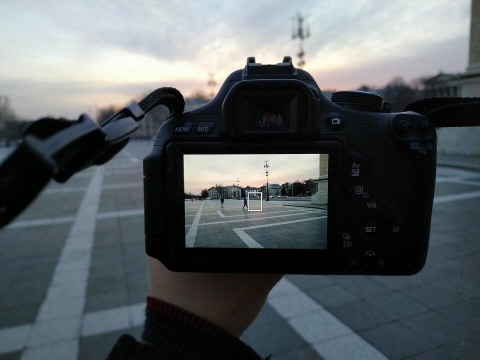 photo 4680038 960 720 除了上述的燈光照明控制介紹,您還可以閱讀這篇文章:使微電影視頻更專業的10要點來增進您的攝影技巧哦!