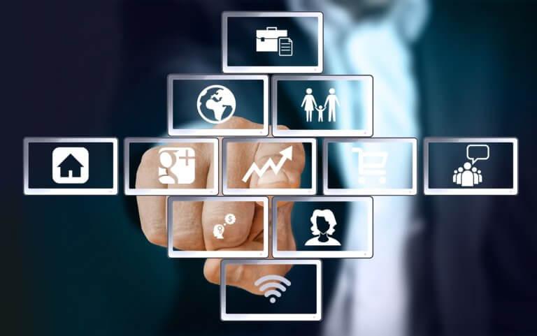 success 2917048 1920 廣告視頻營銷無疑已成為業內最熱門的流行語。 當然更想吸引觀眾,傳遞清晰的信息,推廣品牌等等, 眾多的廣告收益平台確實同意視頻是無價的傳遞媒介。 81%的企業也承認這一點在營銷策略中使用視頻廣告拍攝。 儘管每天有55%的互聯網用戶觀看在線視頻, 但一些品牌仍然決定堅持使用經過驗證的廣告類型『圖片』。 這主要是因為他們相信一些視頻神話主導整個行業的, 加上企業品牌的廣告影片製作既昂貴又耗時。 但是如果想在商業廣告中有好的效果,建議『同時嘗試兩者』。 通過測試後,才可以確定哪種商業廣告最適合品牌形象和目標。 之前也曾說過品牌視頻的重要性,但歸根結底,這兩種工具各有千秋。 但是根據營銷人員的經驗,『影片』效果往往好於圖像廣告。 為了支持這個主張,將提供證明聲音和圖像相結合的數據, 而不僅僅只是一張照片。最後,由自己決定要使用哪種廣告方式來推銷品牌。