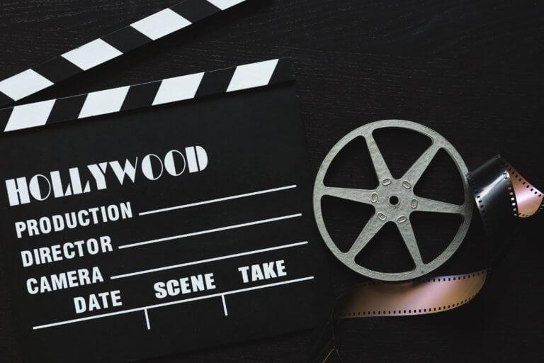 a movie clapper board film roll and sprocket wheel 當已經拍攝好影片或完成mv拍攝,那就剩下後續處理階段, 與拍攝一樣,此步驟,需要將創造力和技術知識很好的結合在一起。 並且在本文中,透過在下面提供的簡單提示, 認識影片剪輯技巧及基礎的應用知識, 將幫助影片在編輯過程中,變得更加輕鬆和高效率。 即便內容只是初學部分,但在如何對所有視頻剪輯進行編輯, 也是可以幫助編輯時間減少一半,並最終獲得更好的結果。
