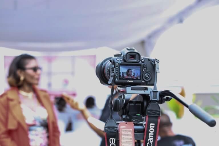 camera 1867184 1920 1 當已經拍攝好影片或完成mv拍攝,那就剩下後續處理階段, 與拍攝一樣,此步驟,需要將創造力和技術知識很好的結合在一起。 並且在本文中,透過在下面提供的簡單提示, 認識影片剪輯技巧及基礎的應用知識, 將幫助影片在編輯過程中,變得更加輕鬆和高效率。 即便內容只是初學部分,但在如何對所有視頻剪輯進行編輯, 也是可以幫助編輯時間減少一半,並最終獲得更好的結果。