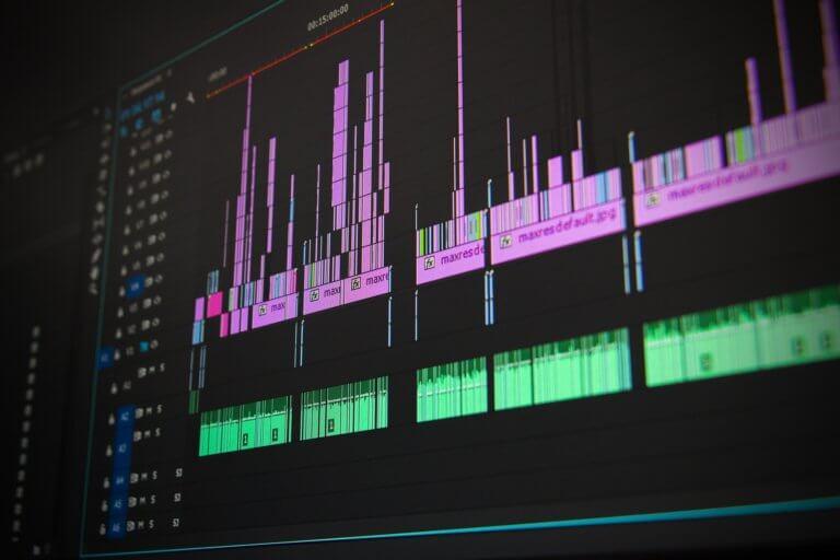 editing 1141505 1920 當已經拍攝好影片或完成mv拍攝,那就剩下後續處理階段, 與拍攝一樣,此步驟,需要將創造力和技術知識很好的結合在一起。 並且在本文中,透過在下面提供的簡單提示, 認識影片剪輯技巧及基礎的應用知識, 將幫助影片在編輯過程中,變得更加輕鬆和高效率。 即便內容只是初學部分,但在如何對所有視頻剪輯進行編輯, 也是可以幫助編輯時間減少一半,並最終獲得更好的結果。