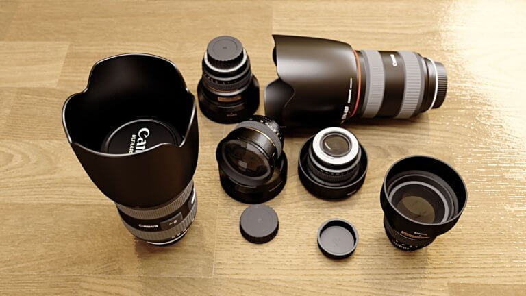 camera 1272791 1920 鏡頭的工作原理:光進入鏡頭,並通過不同的玻璃陰影稱『鏡片元素』。 而元素在視覺上使光線彎曲或折射, 光線會在鏡片後的一點匯聚成像,這個點被稱為「焦點」, 而凸透鏡的中心點與焦點的距離則稱為「焦距」。 每個鏡頭的焦距以mm(毫米)為單位。 透過了解鏡頭,簡單認識幾個相機鏡頭指南, 也能幫助在購買或租用時該如何找到適合鏡頭的原因。 本文將介紹鏡頭的基本類型, 但許多鏡頭可以同時是兩種不同的類型。 例如: 定焦鏡頭也可以是標準鏡頭。 變焦鏡頭也可以是平焦鏡頭。 長焦鏡頭也可以是遠攝鏡頭。